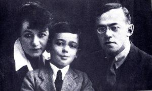 ז'בוטינסקי עם אשתו יוהנה ובנו ערי