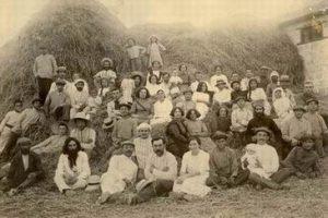 ברל כצנלסון, אחיו ישראל עם אישתו בתיה וחברים, בן-שמן על גורן,1913