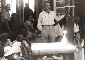 """האיש, אשר קם בתוך מחשכי הגולה והכריז – כמשה רבנו – על יציאת מצרים חדשה, על יציאה מבית העבדים."""" כצנלסון נושא דברים, צילום: קלוגר זולטן, לע''מ."""